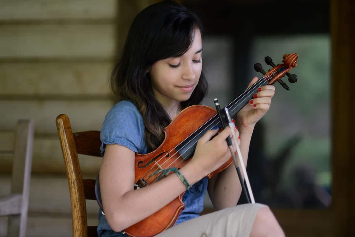 Aila Wildman with Fiddle