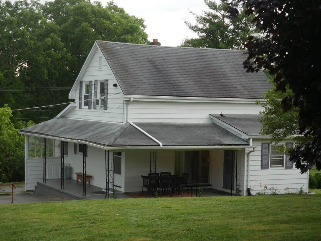 The Cottage at the Floyd Country Store
