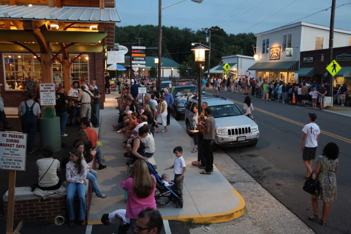 Sidewalk Crowds