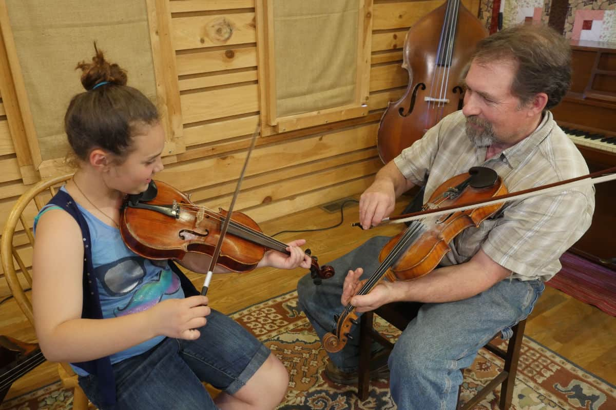 Mac Traynham and Student Fiddle Lesson